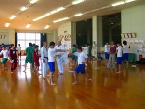 本庄南中学校で空手の体験学習